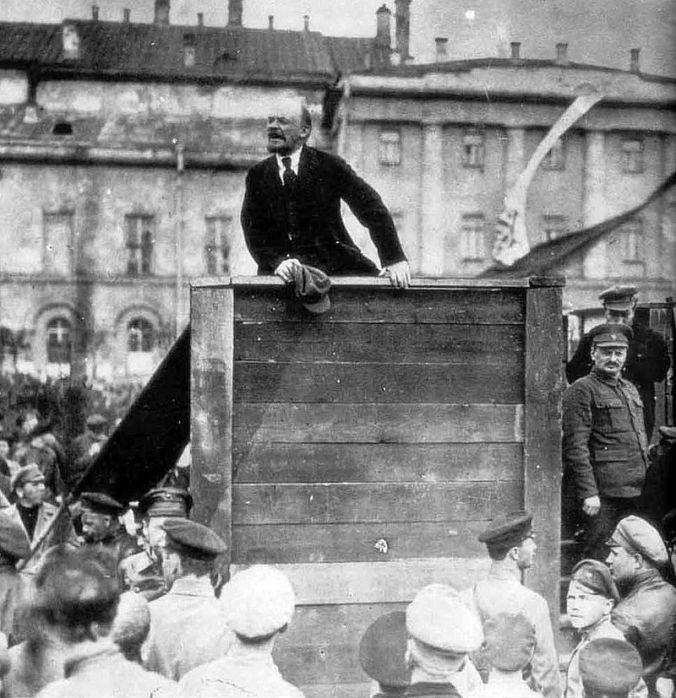 1917_lenin-trotsky_1920-05-20_sverdlov_square_original