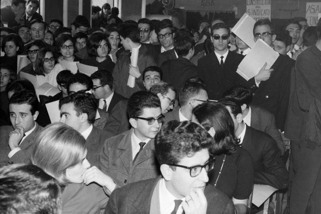 Aquesta imatge té un atribut alt buit; el nom de fitxer és assemblea-constituent-del-seub-al-convent-dels-pares-caputxins-de-sarria-marc-de-1966.png